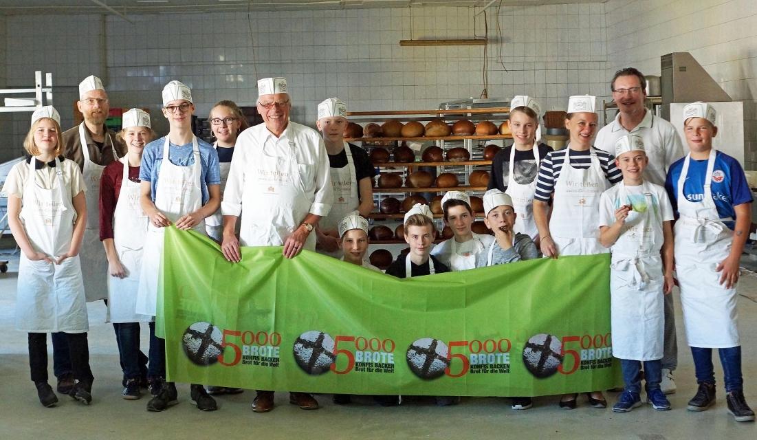 """Die Aktion """"5000 Brote – Konfis backen Brot für die Welt"""" erzielt über 15.300 Euro in der Nordkirche"""