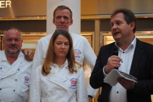 Grußworte von Senator Jens Kerstan u. a. an die Vertreter der BI Hamburg mit Heinz Hintelmann, Katharina Daube und Jan-Henning Körner (v. l.).